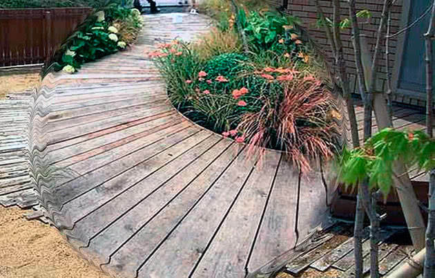 Дерев'яна садова доріжка