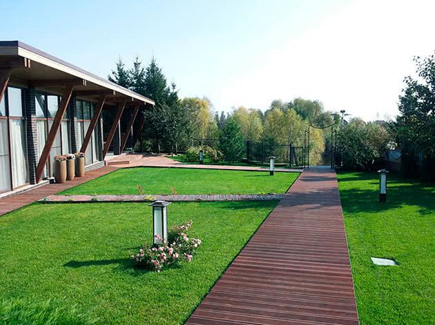 Доріжка з дерев'яних дощок